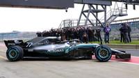 Valtteri Bottas prohání nový Mercedes W09 po trati v Silverstone