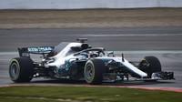 Lewis Hamilton prohání nový Mercedes W09 po trati v Silverstone