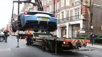 Nepojištěné Ferrari 458 policisté na místě odtáhli