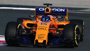 Fernando Alonso s novým McLarenem MCL33 poprvé na trati