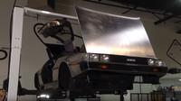 Oddělení karoserie od rámu u vozu DeLorean DMC-12