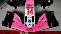 Přední křídlo vozu Force India VJM11 - Mercedes při předsezonních testech v Barceloně