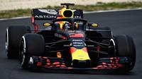 Daniel Ricciardo s Red Bullem RB14 v Barceloně