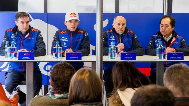 Tým Toro Rosso při prvních předsezonních testech v Barceloně