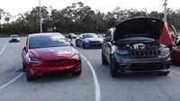 Jeep Grand Cherokee Trackhawk vs. Tesla Model X