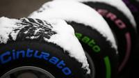 Třetí den předsezonních testů zaskočil všechny, pneumatiky pod sněhem v Barceloně
