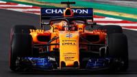 Stoffel Vandoorne s McLarenem MCL33 v Barceloně
