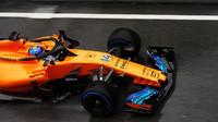 Fernando Alonso s Mclarenem MCL33 za nepohody při testech v Barceloně