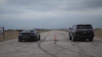 Závod upraveného Cadillacu Escalade a Chevroletu Camaro měl jasného vítěze