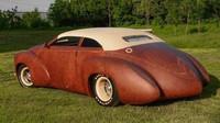 Laminátovou karoserii jedinečného ruského automobilu pokrývá bizoní kůže