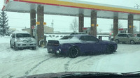 Dodge Challenger Hellcat na sněhu