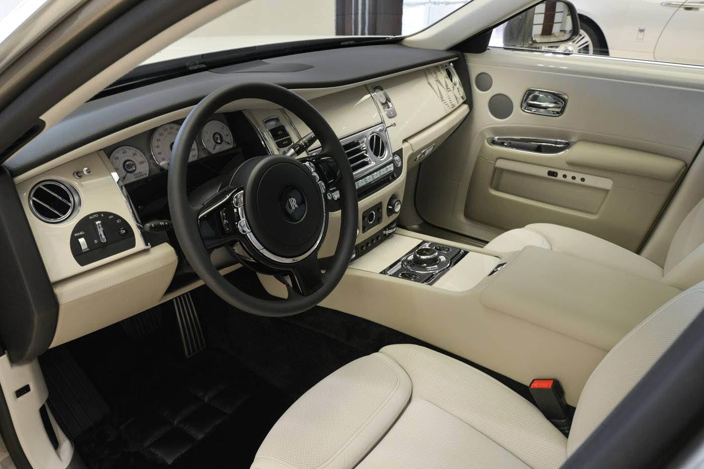 Jedinečný Rolls-Royce Ghost dostal výzdobu inspirovanou islámským uměním a architekturou