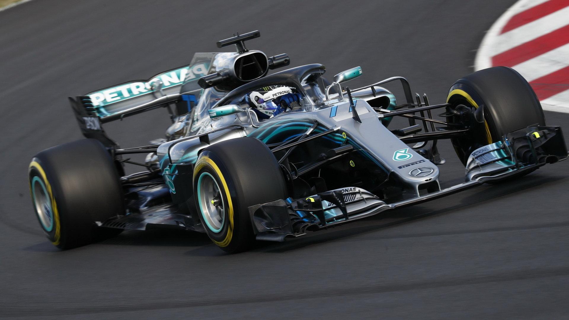 Valtteri Bottas vnímal, jak se auto v rychlých zatáčkách vlivem vyššího přítlaku a rychlosti kroutí