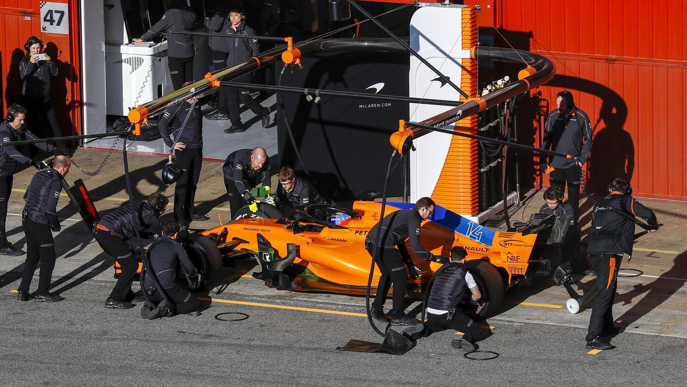 McLaren se v Barceloně učí každý den nové věci