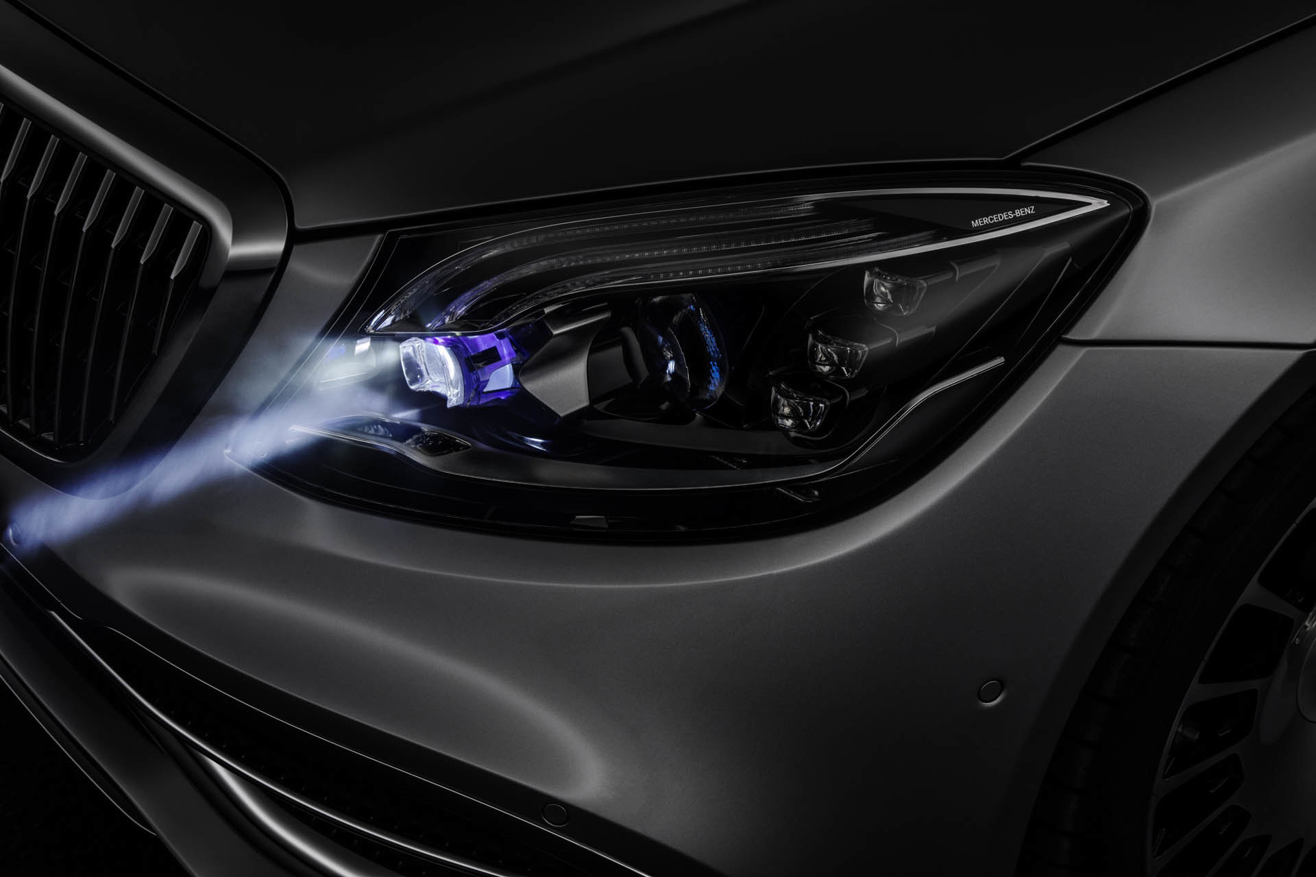 "Mercedes-Benz ""Digital Light"""