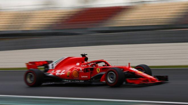 Sebastian Vettel kraluje výsledkovým listinám v Barceloně