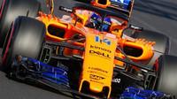 Fernando Alonso s McLarenem při testech v Barceloně