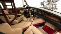 Brutálně upravený Rolls-Royce Silver Shadow z roku 1974 dostal nové šasi, obří motor a luxusní interiér