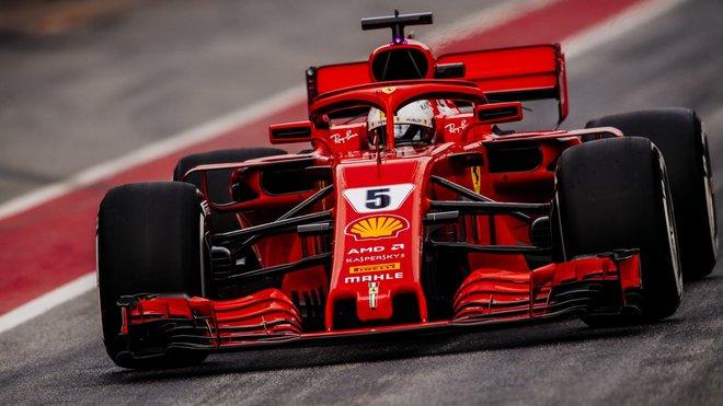 Sebastian Vettel s Ferrari SF71H během předsezónních testů v Barceloně