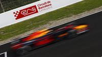 Max Verstappen v druhých předsezonních testech v Barceloně