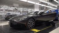Pohled na výrobu Aston Martinu DB11