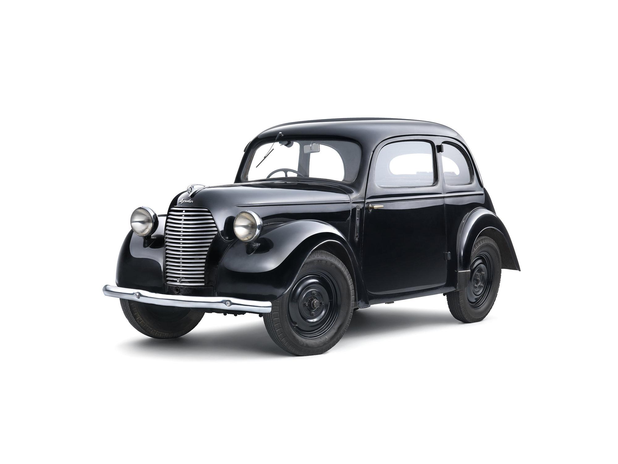 """Oblíbená řada Popular debutovala v roce 1934. Nejdostupnějším provedením se stala """"Liduška"""", typ 937, za cenu od 17 300 Kč"""