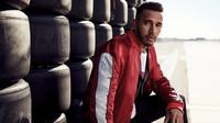 Hamilton: Rudá je hezká, Ferrari ale nemůže mít každého jezdce, na kterého si ukáže - anotační foto