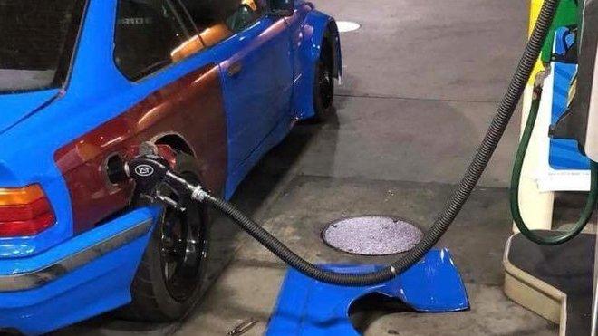 Kvůli nedomyšlené úpravě je potřeba rozebírat vůz před každým tankováním