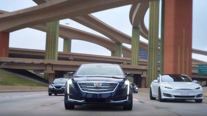 Cadillac zdůrazňuje přednosti CT6 s funkcí Super Cruise ve srovnání s Teslou