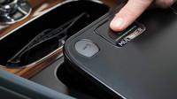 Bentley Bentayga dostalo od Mullineru první praktickou drobnost: bezpečnostní schránku s čtečkou otisků prstů