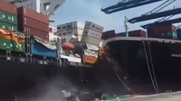Kolize v pákistánském přístavu Karáčí poslala ke dnu desítky automobilů