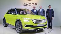 Bernhard Maier, předseda představenstva Škoda Auto, Klaus-Dieter-Schürmann, člen představenstva ŠKODA AUTO za oblast Finance a IT a Bohdan Wojnar, člen představenstva ŠKODA AUTO za oblast řízení lidských zdrojů, na Výroční tiskové konferenci ŠKODA AUTO 2018.
