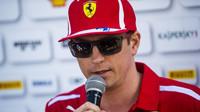 Kimi Räikkönen musel ze závodu odstoupit kvůli neobvyklé nehodě