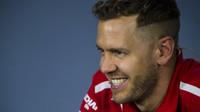 Sebastian Vettel slaví v Baku další kvalifikační vítězství