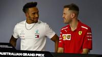 Lewis Hamilton a Sebastian Vettel na tiskovce v Melbourne v Austrálii