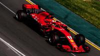 Sebastian Vettel při pátečním tréninku v Melbourne v Austrálii