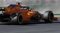 Fernando Alonso při pátečním tréninku v Melbourne v Austrálii