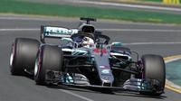 Lewis Hamilton při pátečním tréninku v Melbourne v Austrálii
