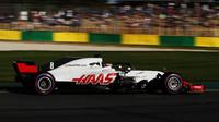 Romain Grosjean s Haasem VF-18 během pátečního tréninku v Melbourne