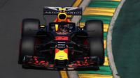 Max Verstappen při pátečním tréninku v Melbourne v Austrálii