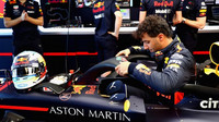 Daniel Ricciardo při pátečním tréninku v Melbourne v Austrálii