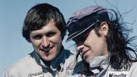 Host ve startovním poli Udo Lindenberg (vpravo) a instruktor Willi Bergmeister během závodu na ostrově Sylt vroce 1976