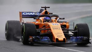 Alonso přechodné pneumatiky nechtěl. Proč Mercedesy za deště přezouvaly na ultra-měkké? - anotační obrázek