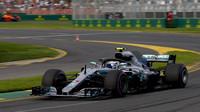 Valtteri Bottas v kvalifikaci v Melbourne v Austrálii