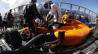 Fernando Alonso před závodem v Melbourne v Austrálii