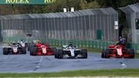 Lewis Hamilton po startu závodu v Melbourne v Austrálii