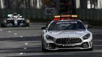 Lewis Hamilton za Safety carem v závodě v Melbourne v Austrálii