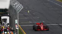 Sebastian Vettel v cíli závodu v Melbourne v Austrálii