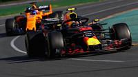 Fernando Alonso v Melbourne těsně za Maxem Verstappenem
