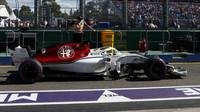 Marcus Ericsson v závodě v Melbourne v Austrálii